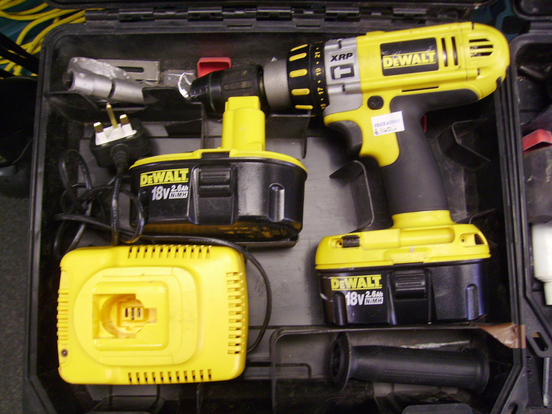 Professional Power Tools - De Walt, Makita, Bosch, Hitachi and more, all with massive discounts